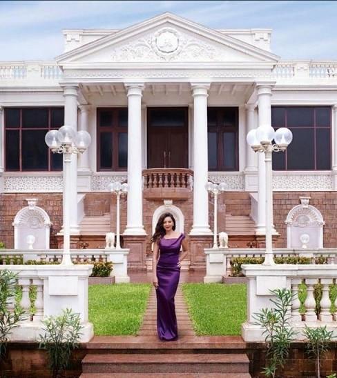 Top 10 Breathtaking Bollywood Celebrity